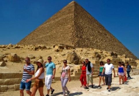 tourists egypt